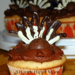 Peanut Butter Thanksgiving Turkey Cupcakes With Creamy Chocolate Frosting!