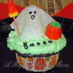 More Halloween Cupcake Fun – Roaming Ghosts!