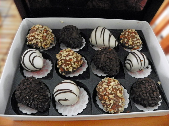 Shari's Berries Cheesecake Trio & Full Dozen Gourmet Dipped Fancy Berries Review!