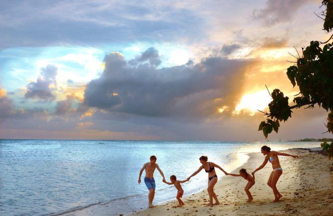 Travel-Cloud-Happy-Beach-Family-Joy-Holiday