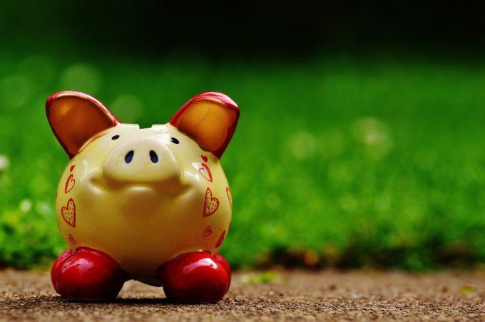 brown-ceramic-piggy-bank