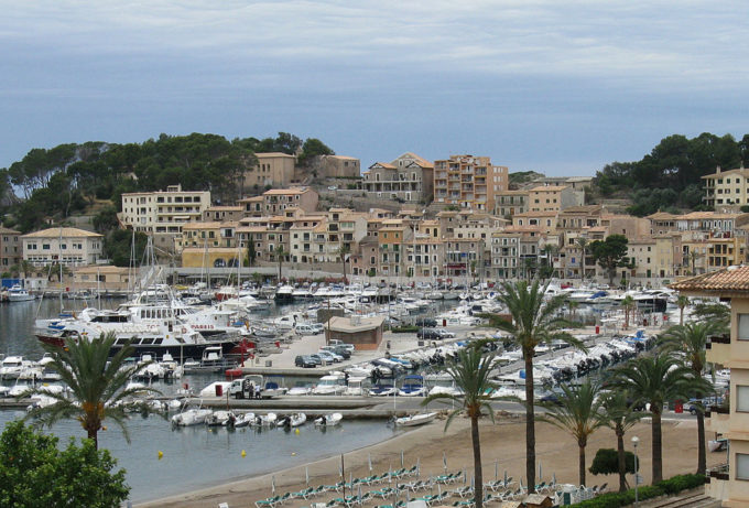 Port_de_soller_majorca_spain_closeup_arp