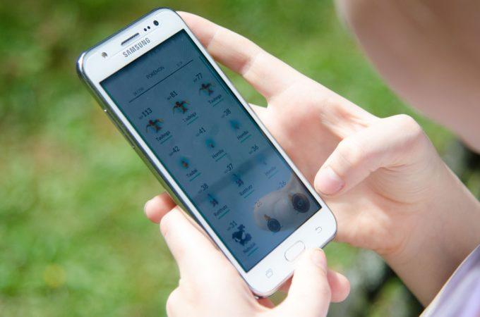 Kid on Smartphone
