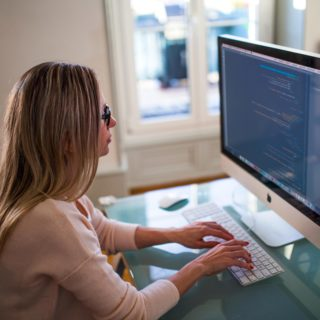 woman-programmer-internet-business-blogging-business-coding-computer-programming